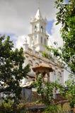 Белая церковь в городке Cuenca стоковое изображение rf