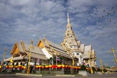 Белая церковь в тайском виске Стоковая Фотография