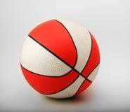 белизна баскетбола померанцовая Стоковое Фото