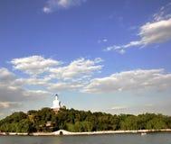 белизна башни парка beihai Стоковое фото RF