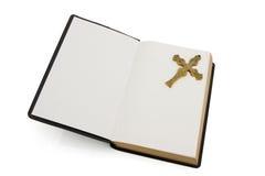 белизна библии изолированная крестом открытая Стоковое Изображение