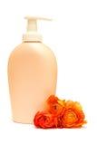 белизна бутылки косметическим изолированная цветком Стоковые Фото
