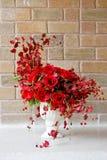 белизна вазы роз красивейшего пука красная Стоковое фото RF