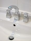 белизна ванной комнаты тазика Стоковые Изображения RF