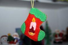 белизна вектора носка иллюстрации подарка рождества красная Стоковые Изображения RF