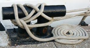 белизна веревочки стыковки зажима стоковые изображения rf