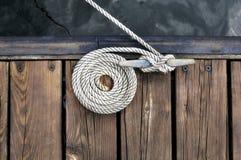 белизна веревочки шлюпки Стоковое Изображение