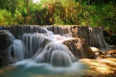 белизна водопада Стоковые Изображения
