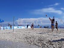 белизна волейбола предпосылки изолированная пляжем Стоковое Изображение RF