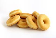 белизна вороха donuts предпосылки стоковые фото