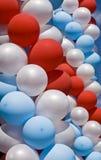 белизна голубого красного цвета воздушных шаров Стоковая Фотография