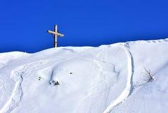Белизна гор сцены зимы голубая стоковое изображение rf