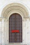 белизна двери carvings старая каменная Стоковые Изображения RF