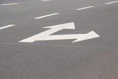 белизна движения знака вилки стрелок Стоковые Фото