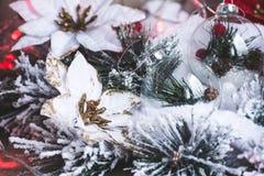 белизна изоляции декора рождества Новый Год рождества предпосылки стоковые изображения rf