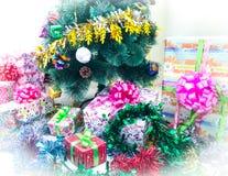 белизна изоляции подарков рождества Стоковая Фотография RF