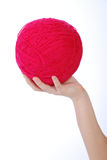 белизна клубока предпосылки изолированная рукой Стоковые Фотографии RF