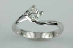 белизна кольца золота 18k Стоковые Фото
