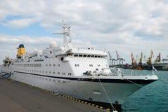 белизна корабля порта пассажира Стоковое Изображение RF