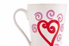 белизна кружки сердца красная Стоковая Фотография