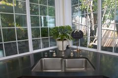 белизна кухни заново remodeled Стоковая Фотография RF