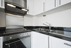 белизна кухни самомоднейшая Стоковые Фотографии RF