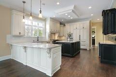 белизна кухни cabinetry стоковые изображения rf