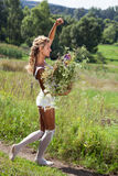 белизна лета девушки цветков платья Стоковое Изображение