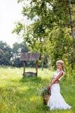 белизна лета девушки цветков платья Стоковая Фотография