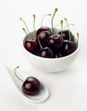 белизна ложки группы вишни вишен шара Стоковая Фотография