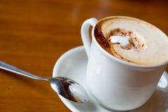 белизна ложки кофейной чашки Стоковая Фотография