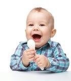 белизна ложки мальчика милая маленькая стоковое изображение