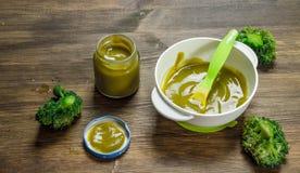 белизна макарон еды предпосылки младенца сырцовая Пюре младенца от брокколи Стоковое Изображение