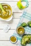 белизна макарон еды предпосылки младенца сырцовая Пюре младенца от брокколи Стоковые Изображения RF