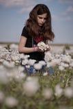 белизна мака девушки поля Стоковые Фото