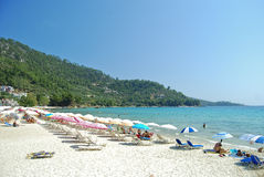 белизна моря песка пляжа голубая стоковая фотография rf