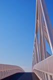 белизна неба footbridge предпосылки голубая Стоковые Изображения