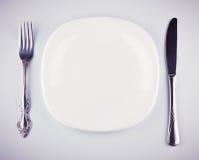 белизна ножа вилки тарелки пустая Стоковое фото RF