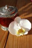 белизна орхидеи ювелирных изделий коробки Стоковое Фото