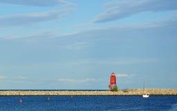 белизна парусника маяка гавани красная Стоковые Фотографии RF
