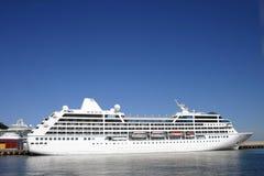 белизна пассажирского корабля Стоковая Фотография