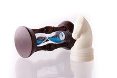 белизна песка лошади часов шахмат Стоковые Изображения