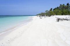белизна песка необитаемого острова пляжа Стоковое фото RF