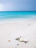 белизна песка пляжа тропическая Стоковое Изображение