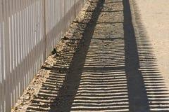 белизна пикетчика загородки стоковая фотография rf