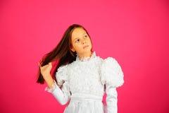 белизна пинка девушки платья предпосылки Стоковое Изображение RF