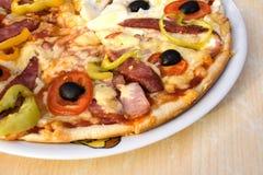 белизна плиты пиццы Стоковые Фото