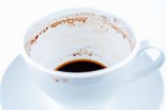 белизна поддонника кофейной чашки предпосылки выпитая Стоковое Изображение