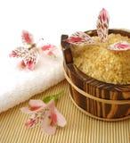 белизна полотенца соли для принятия ванны Стоковые Изображения RF
