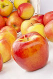 белизна предпосылки яблок сочная зрелая Стоковое фото RF